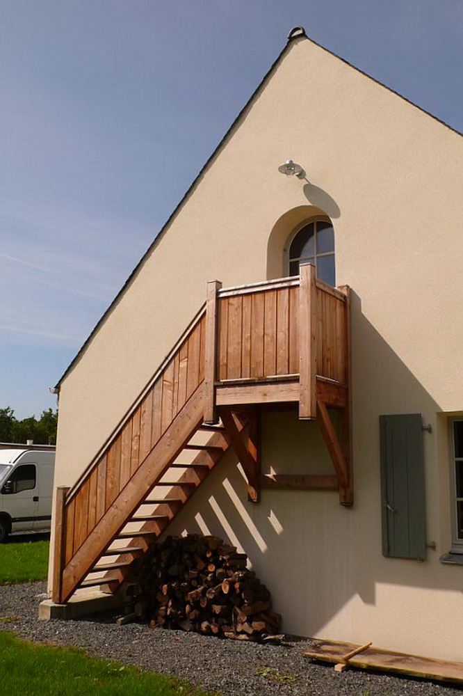 fabrication de menuiseries et escaliers fen tres guillotine. Black Bedroom Furniture Sets. Home Design Ideas