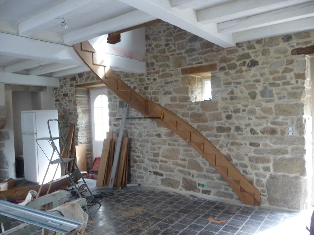 pose d un escalier courbe massive l 39 atelier du tregor. Black Bedroom Furniture Sets. Home Design Ideas
