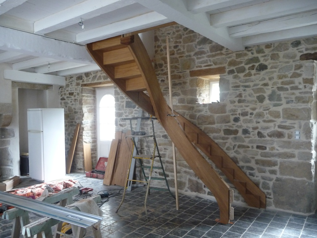 pose d un escalier escamotable installer un escalier escamotable pour acc der aux combles pose. Black Bedroom Furniture Sets. Home Design Ideas