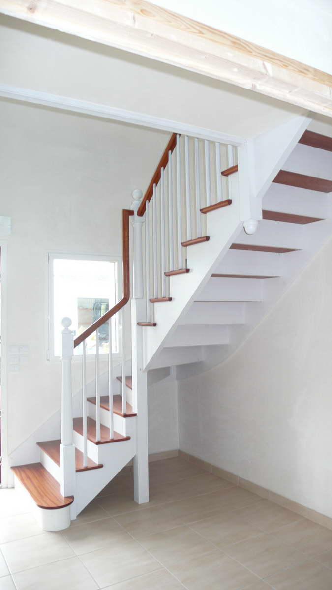 Escalier A L Anglaise Bois Exotique Rouge Peint Et Vernis