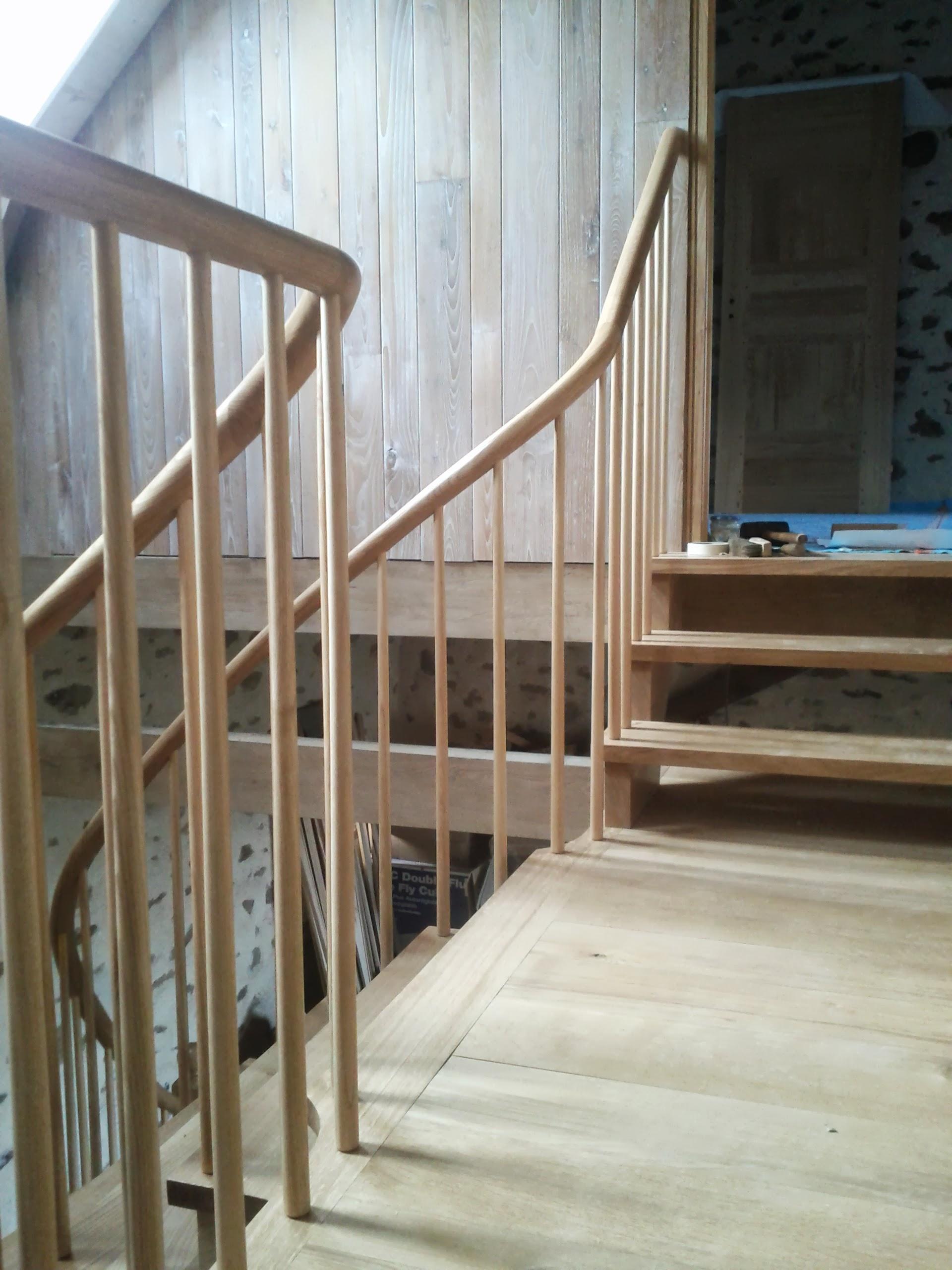 arrivée de l'escalier sur le palier-passerelle. Les barreaux sont légèrement coniques