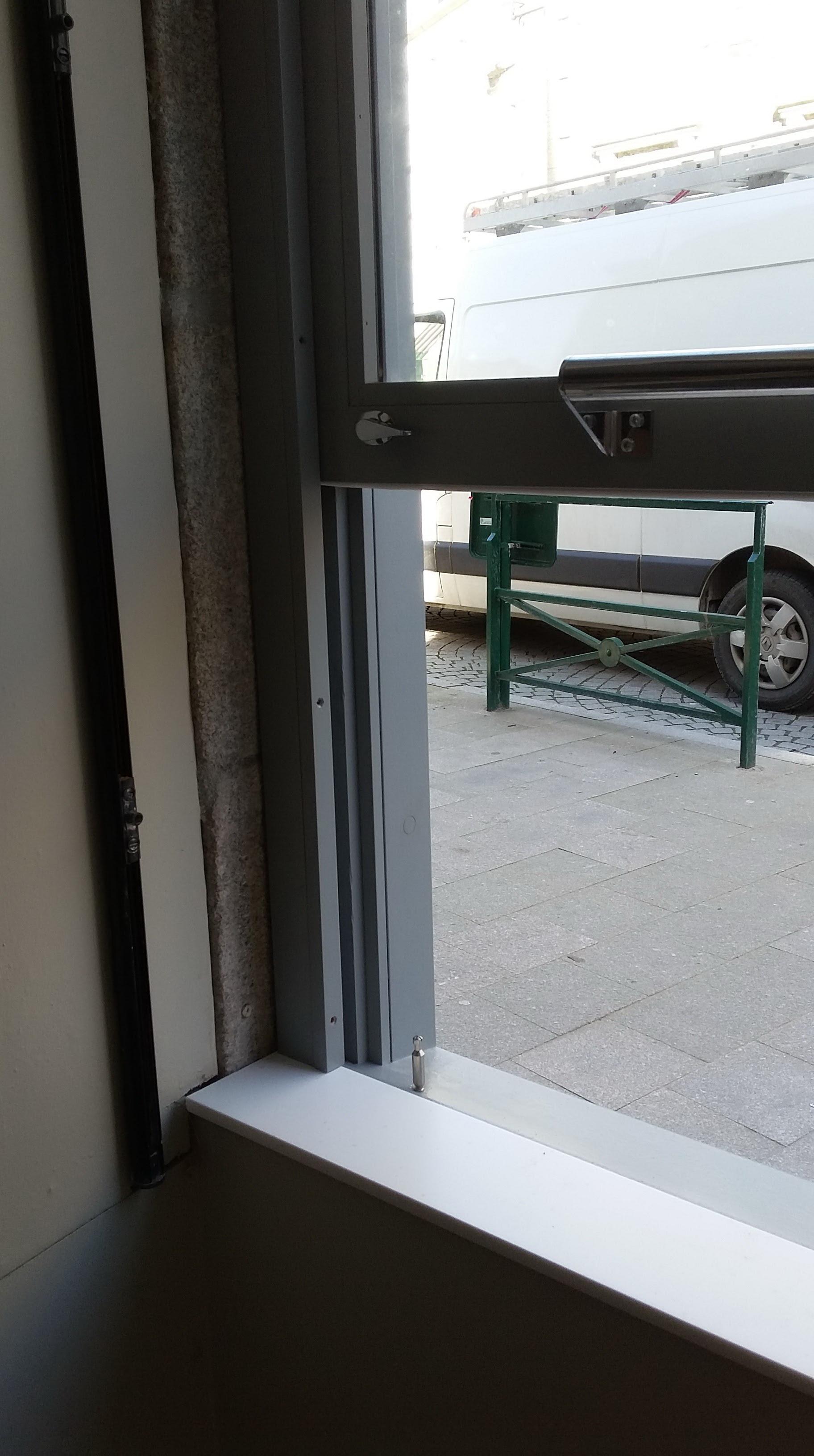 fen tre guillotine de point vente emporter l 39 atelier du tregor. Black Bedroom Furniture Sets. Home Design Ideas